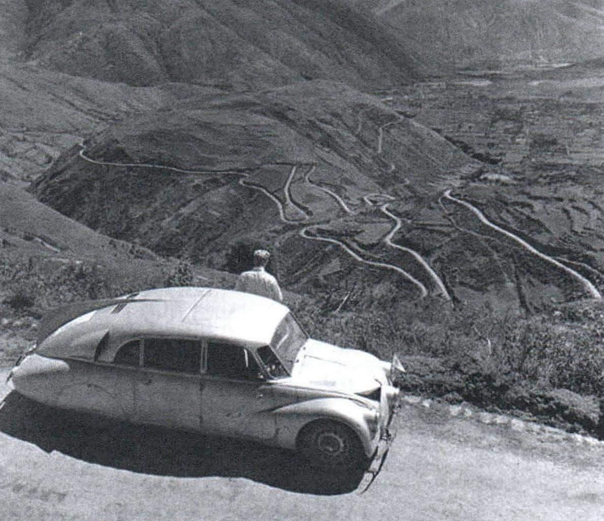 Автомобиль И. Ганзелки и М. Зикмунда в одном из путешествий