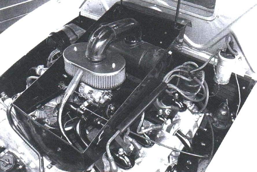 Моторный отсек в задней части автомобиля