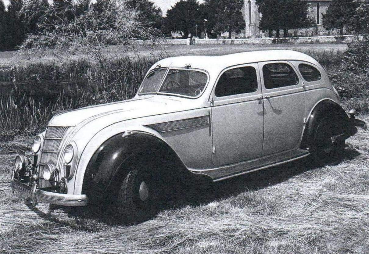 «Аэродинамический» автомобиль Chrysler Airflow с кузовом обтекаемой формы — один из первых, спроектированных с использованием аэродинамических расчётов и продувок моделей машины в аэродинамических трубах (1934 г.)