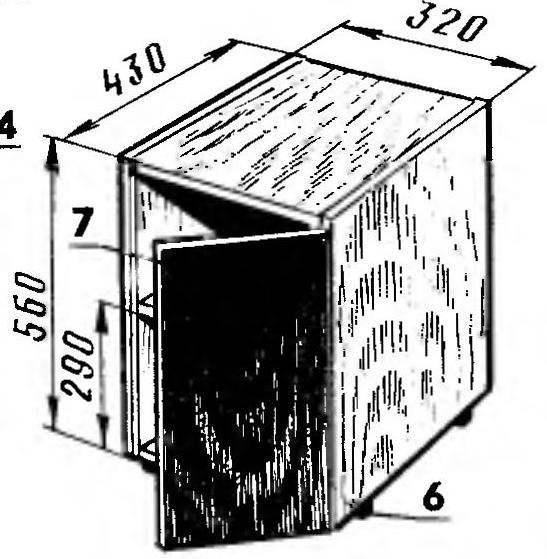 Рис. 5. Тумбочка с ящиками. А — узел направляющих для ящиков