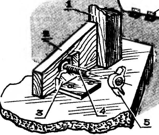 Рис. 4. Узел фиксации ножки в рабочем положении