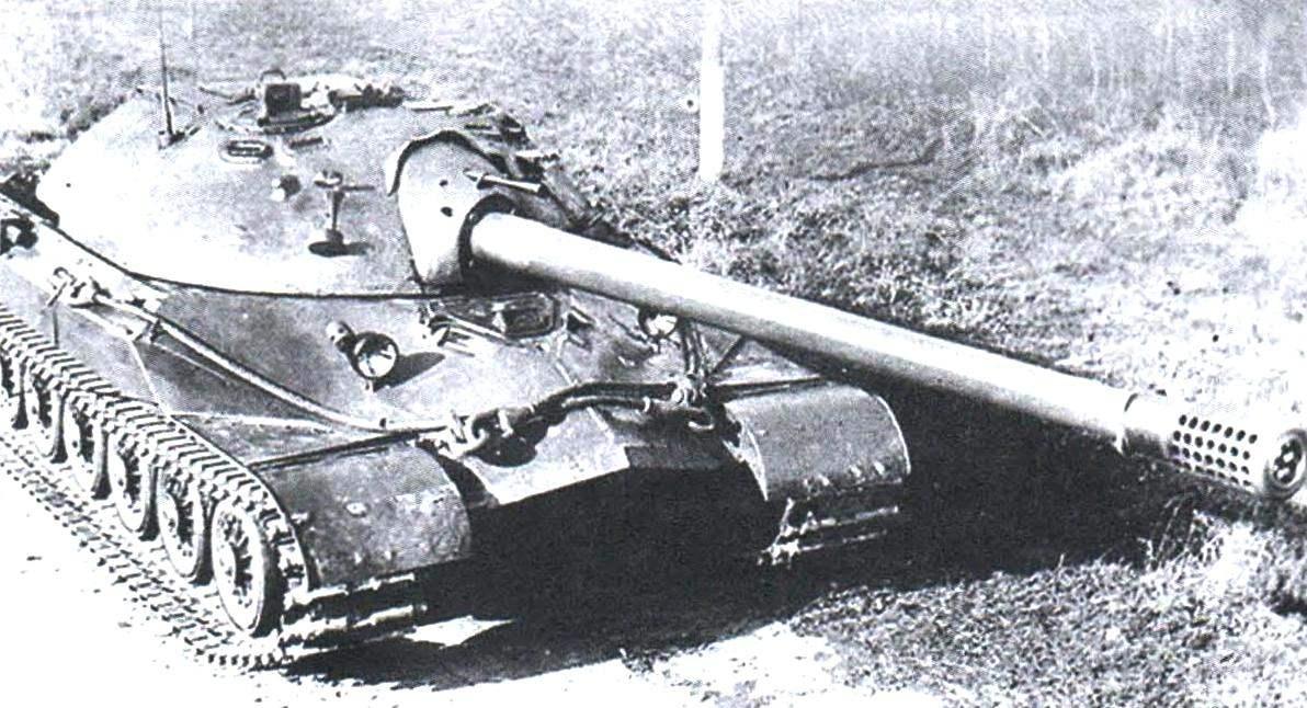 ИС-7 с пушкой С-70 на опытном полигоне во время испытаний, 1948 г.
