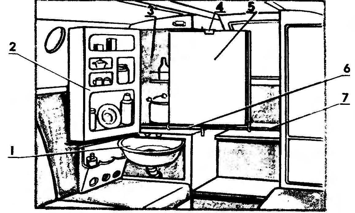 Мини-камбуз в рабочем состоянии (стол выдвинут не до конца)
