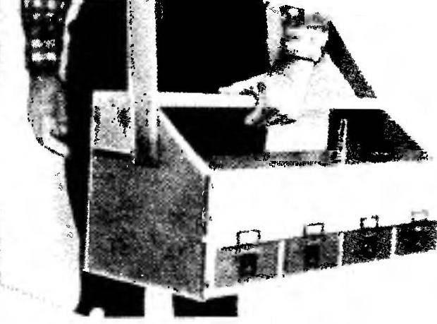 Переноска ящика при помощи плечевого ремня