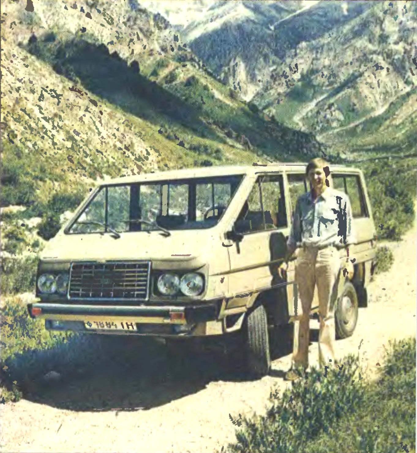 Первый самодельный автомобиль Сергея Большакова. Снимок 1983 года.