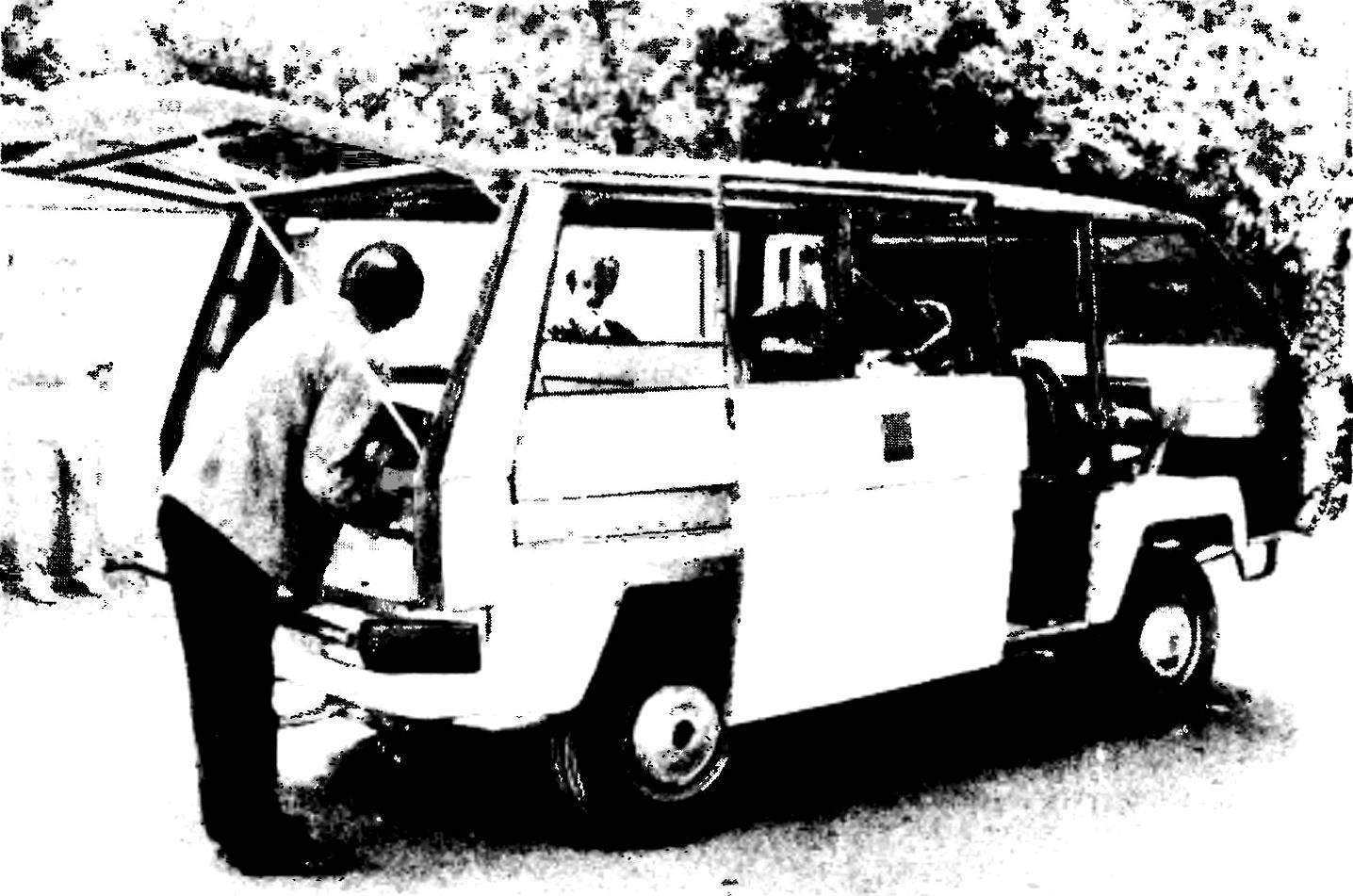 Автомобиль САБС-2 в процессе постройки.