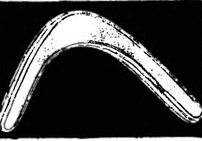 Обычный бумеранг после профилировки при изготовлении из многослойной фанеры