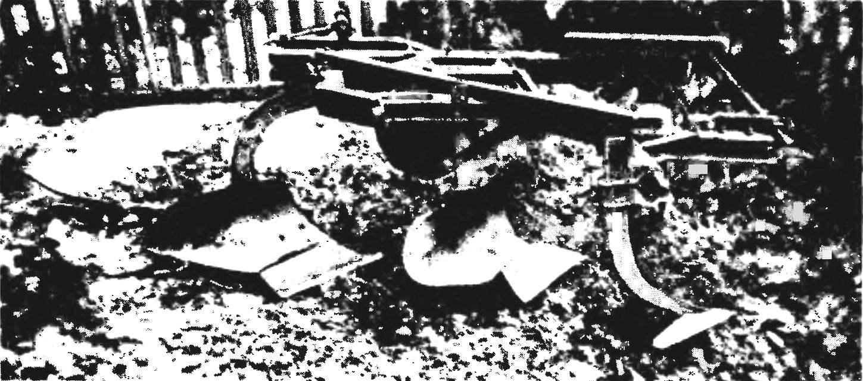 Вариант изготовления рамы плугов с почвообрабатывающими орудиями.