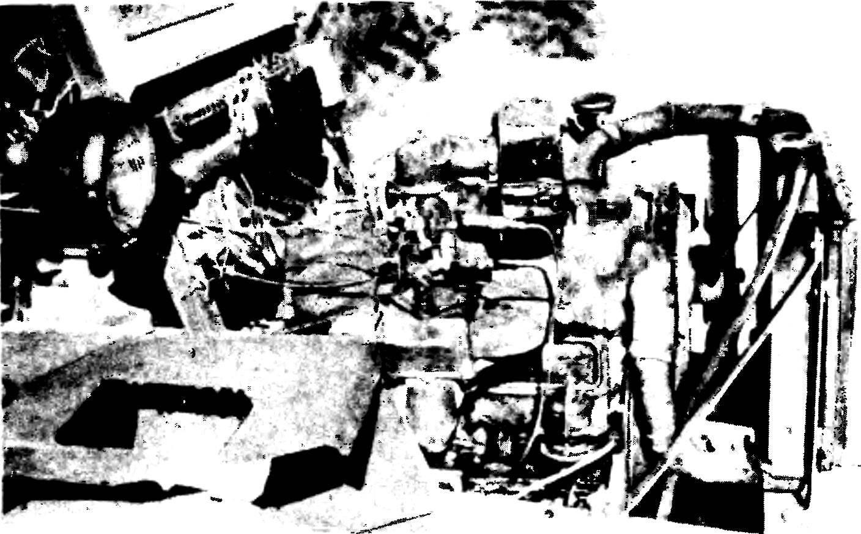Расположение двигателя, узлов и деталей на раме МТ-7