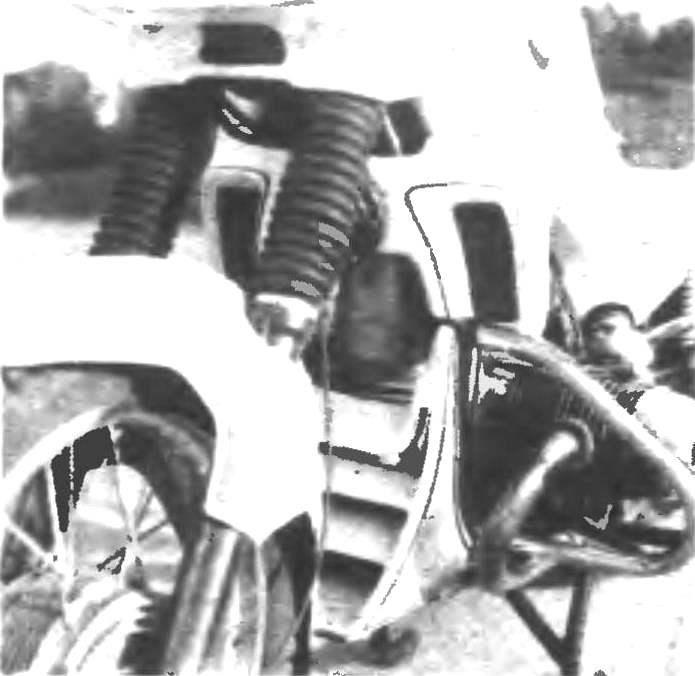 Фото 1. Передняя часть мотоцикла.