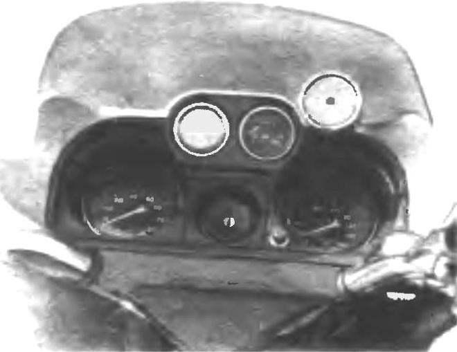 Фото 5. Вид на щиток контрольно-измерительных приборов.