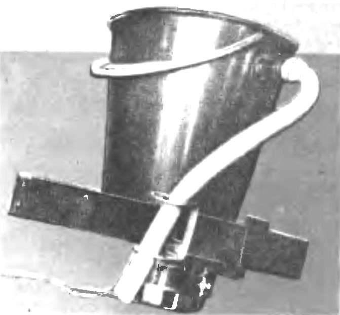 Миниатюрная стиральная машина конструкции В. Николаева