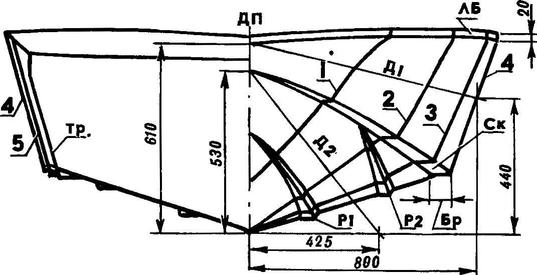 Рис. 3. Теоретический чертеж обводов корпуса мотолодки.