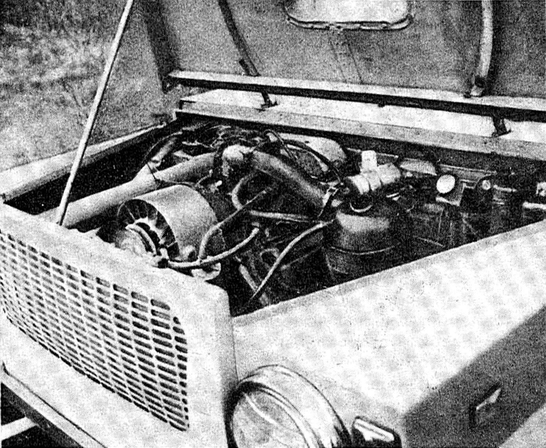 На автомобиле установлен двигатель МеМЗ-968М.