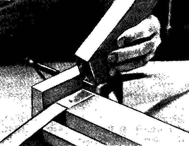 Перевод центров отверстий под шипы-нагели с помощью заостренных стержней.
