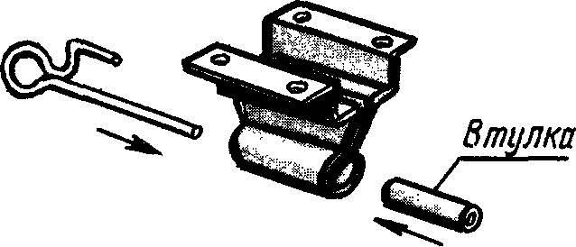 Рис. 2. Носовой кронштейн с крючком резиномотора.