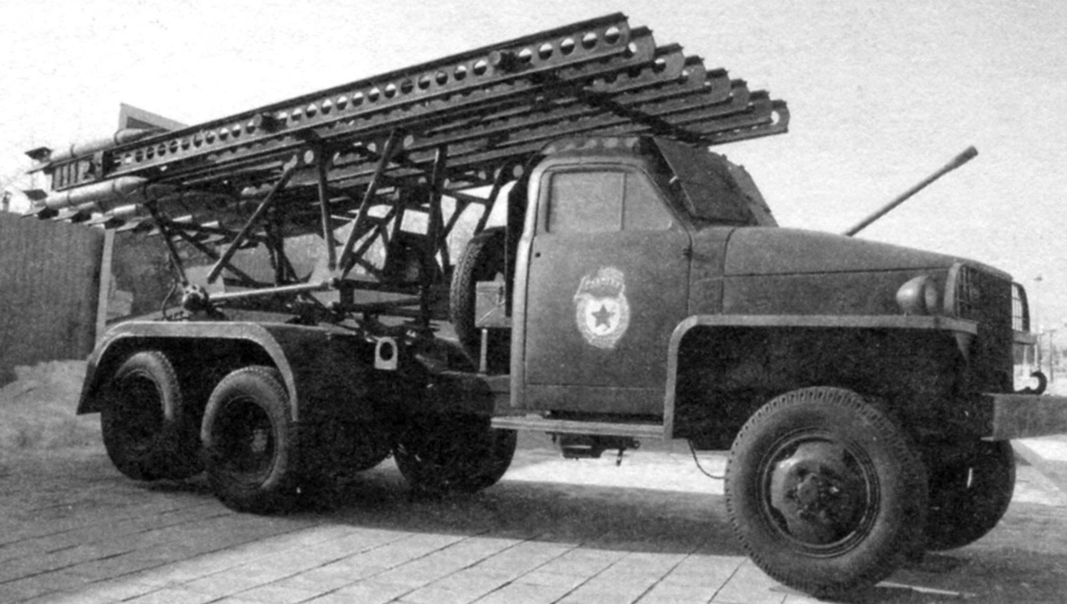 Установка БМ-13Н на шасси «Студебекер» US6 в экспозиции Музея военной техники в Верхней Пышме (Свердловская область)