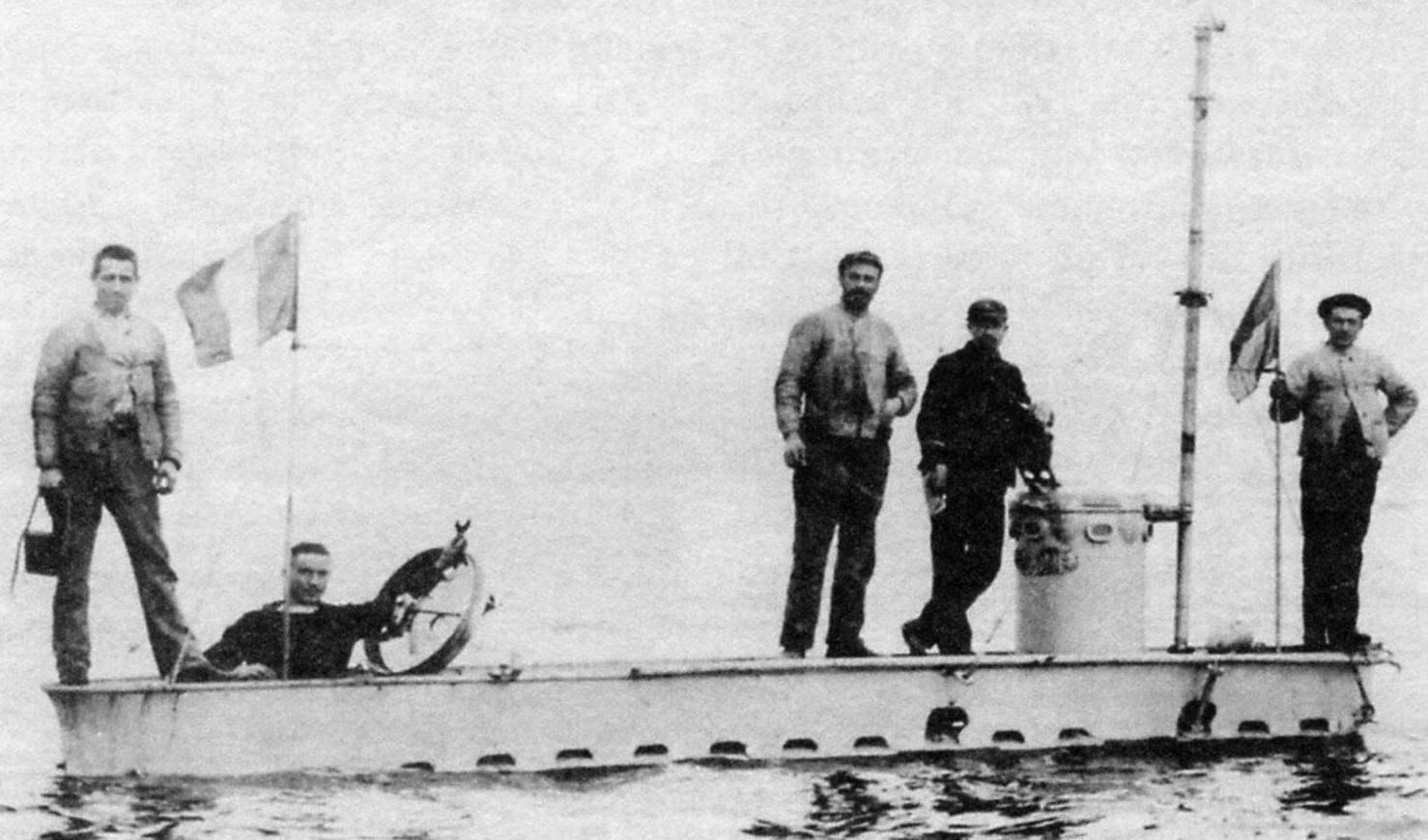 Субмарина Gymnote (над водой - только рубка), 1888 г.