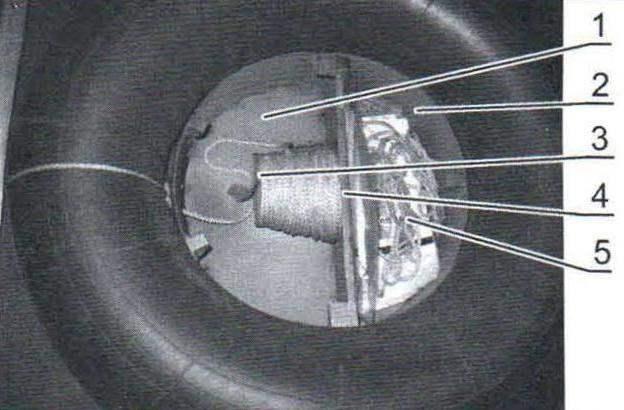 Система спасения (крышка-сиденье снята)