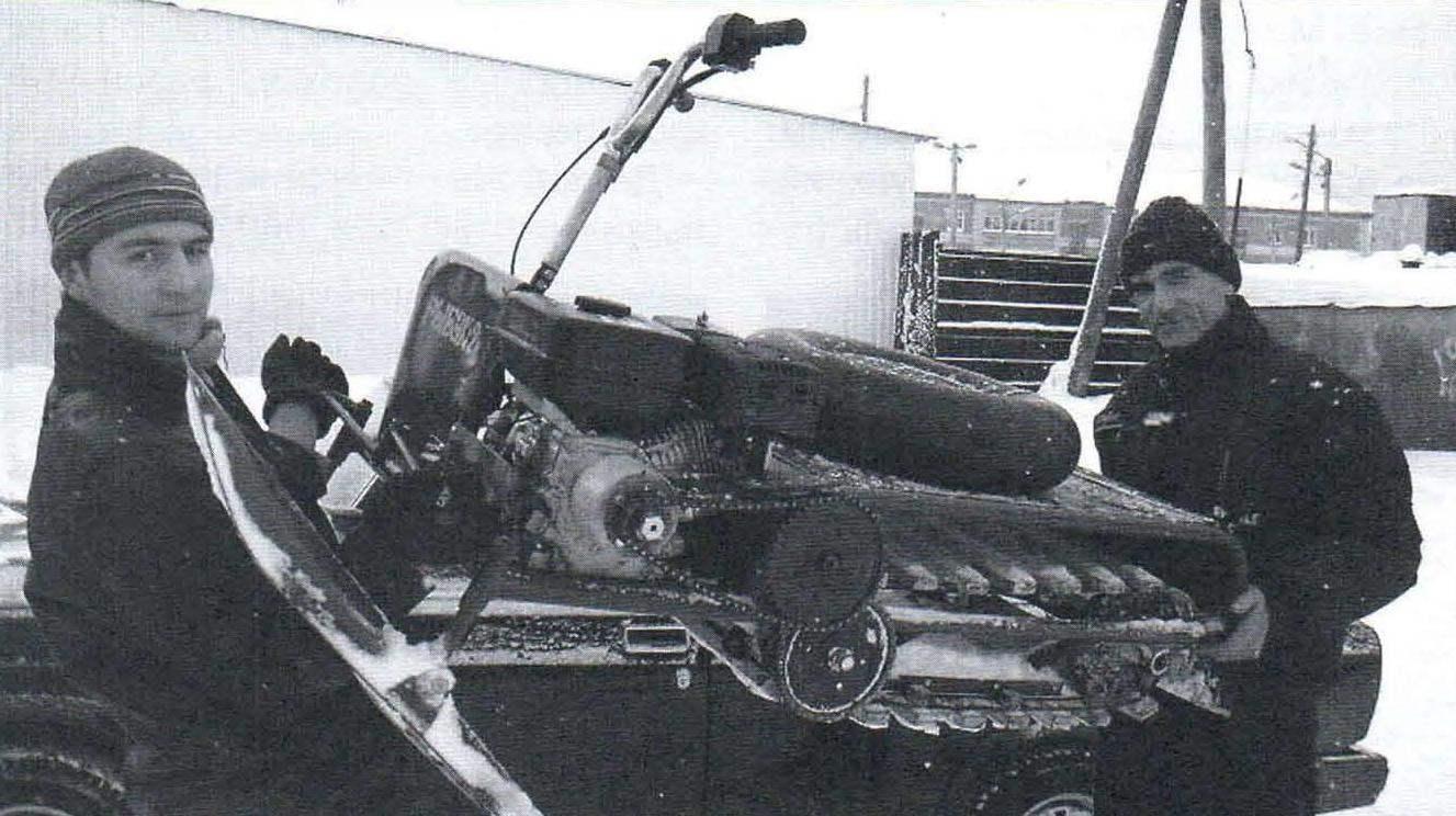 Погрузка снегохода на легковой автомобиль