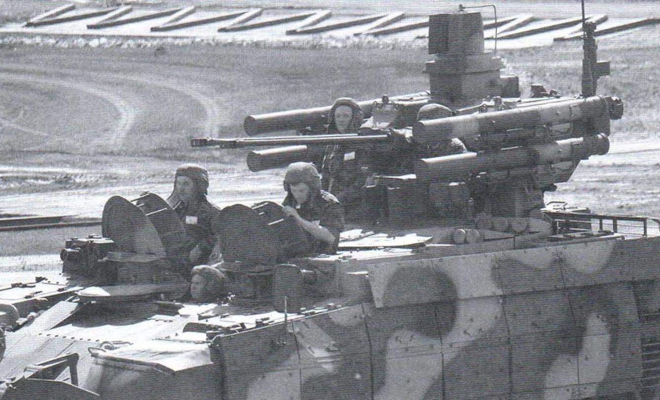 BMPT crew: the driver, two side hand-grenade throwers, and the commander of the machine - on the starboard side, gunner - to the left of it