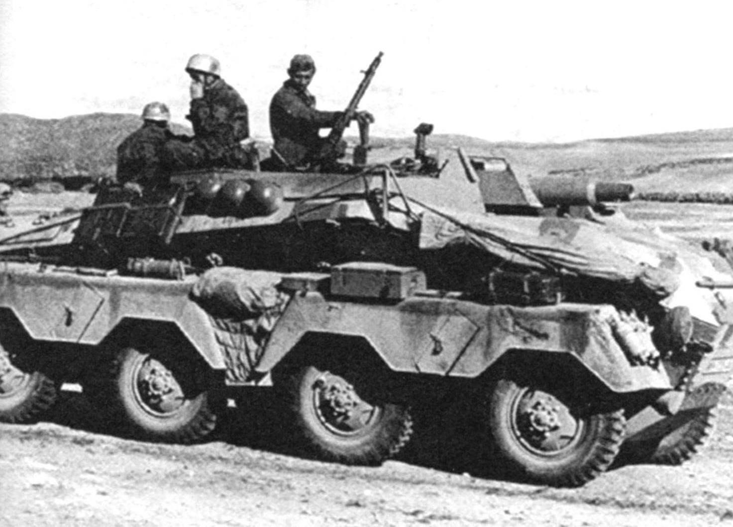 Немецкий восьмиколёсный бронеавтомобиль Sd.Kfz.234/3. В 1944 г. их было выпушенно 88 единиц