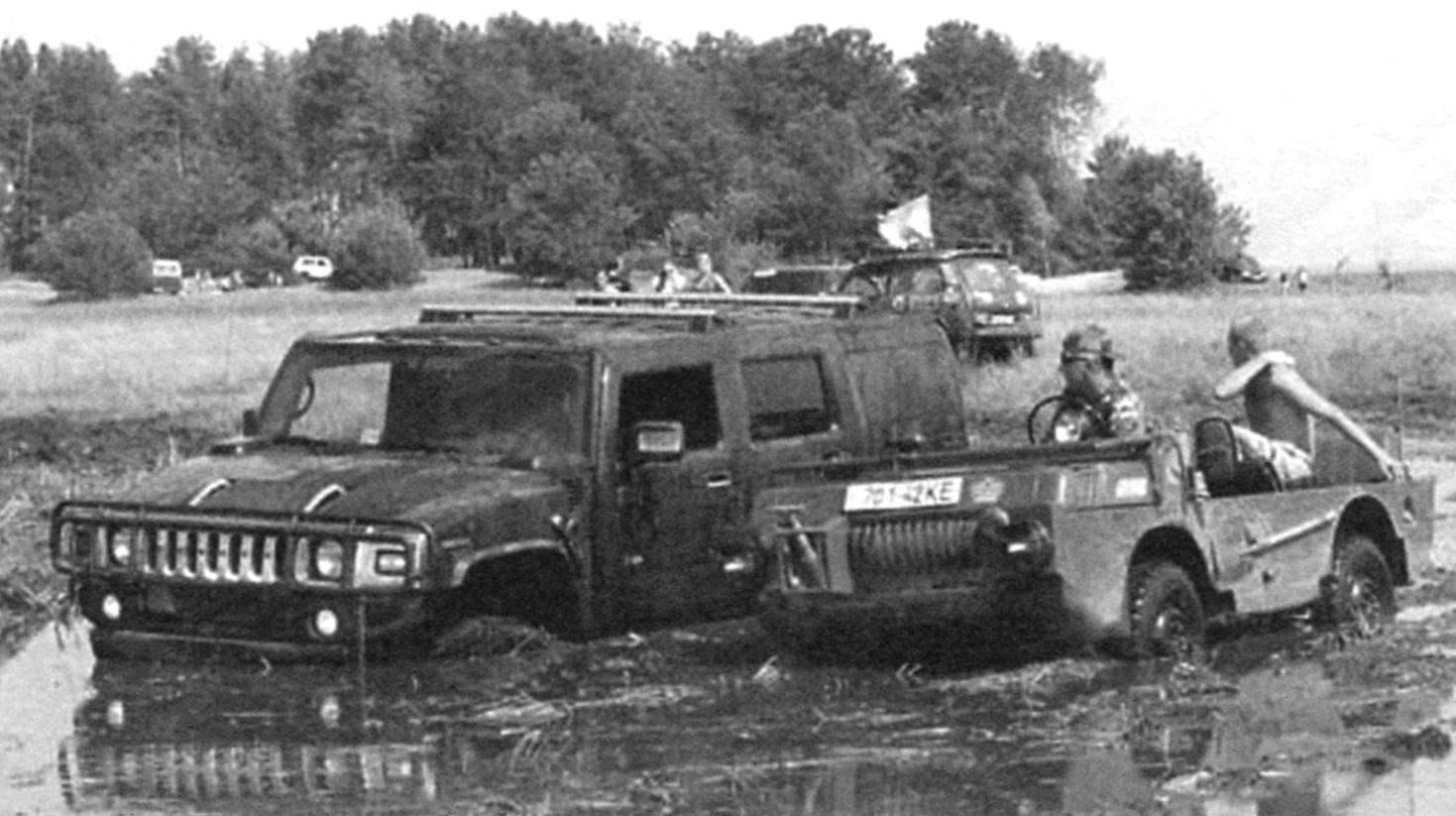Compact army jeep-amphibious vehicle LUAZ-967