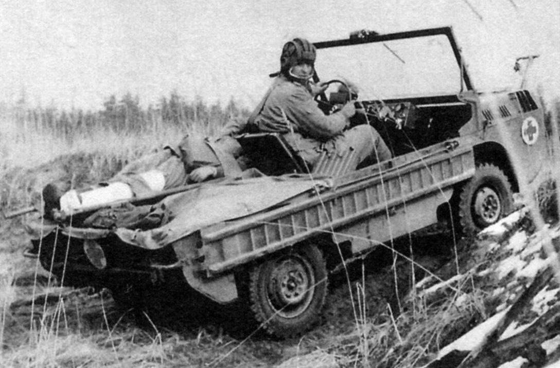 Эвакуация на ТПК ЛуАЗ-967 «раненого» бойца