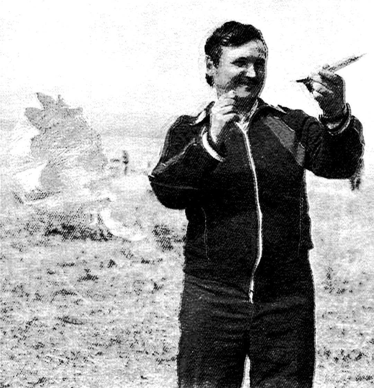 Чемпион СССР по моделям с парашютом В. Коробков — представитель Российской Федерации.