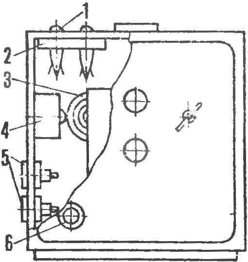 Р и с. 4. Расположение элементов реле времени в корпусе будильника