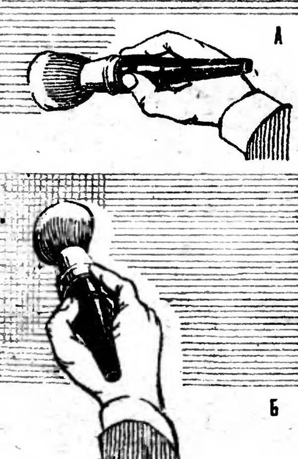 Р и с. 2. Нанесение краски ручниками: А — продольные мазки, Б — растушевка.