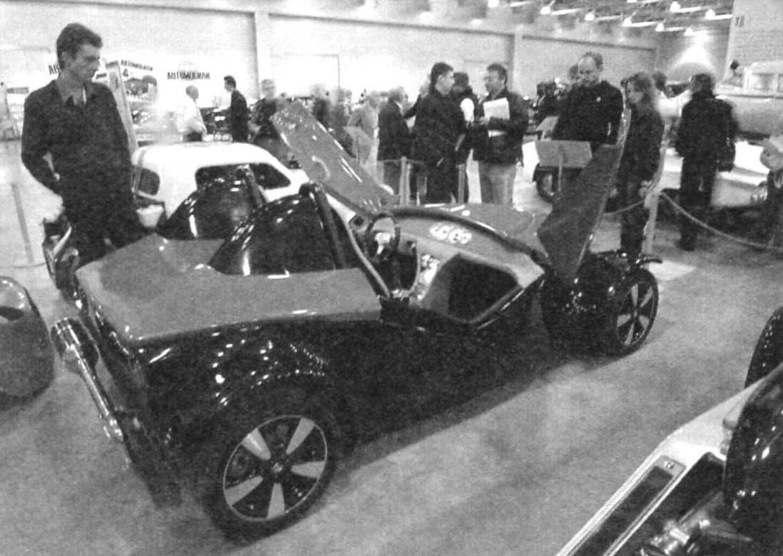 Родстер FОХ в экспозиции выставки «Они строили автомобиль» («Андеграунд советского автопрома»). Сентябрь 2011 года, Москва (Крокус Экспо)