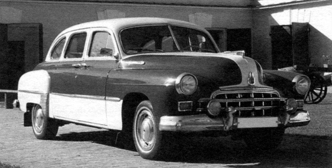 Часть выпускавшихся автомобилей окрашивалась в два цвета - бежевый и тёмно-вишнёвый