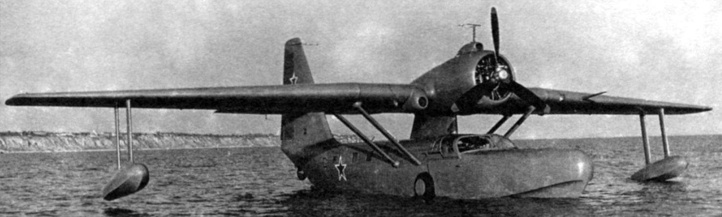 Amphibian Be-8 afloat