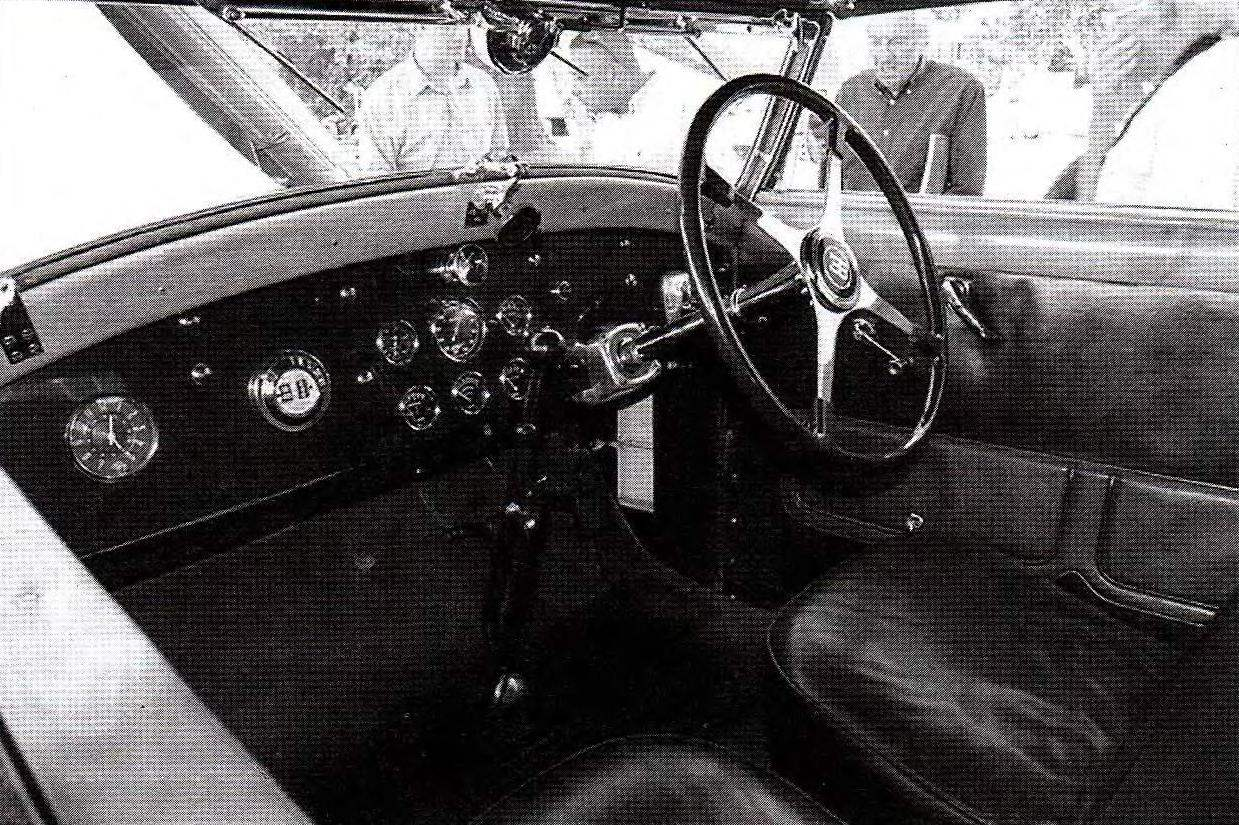 Интерьер передней части кабины Bugatti Туре 41 Royale Weinberger Cabriolet