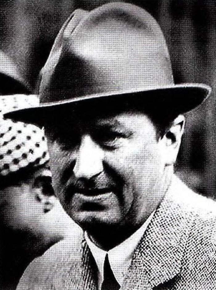 Этторе Бугатти — глава французской компании BUGATTI