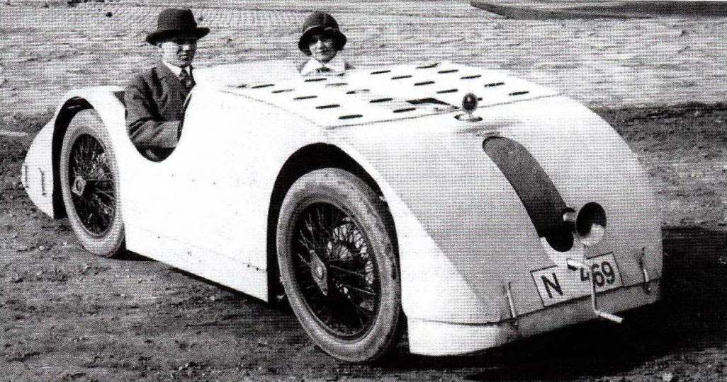 Bugatti Туре 32 Таnk — первая попытка Этторе Бугатти создать гоночный автомобиль с «аэродинамическим» кузовом (начало 1920-х годов)