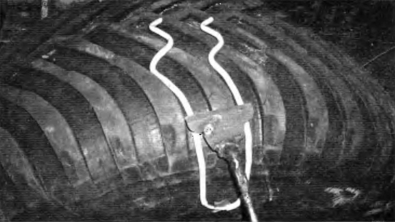 Выравнивание высоты зубьев протектора плоским долотом по шаблону