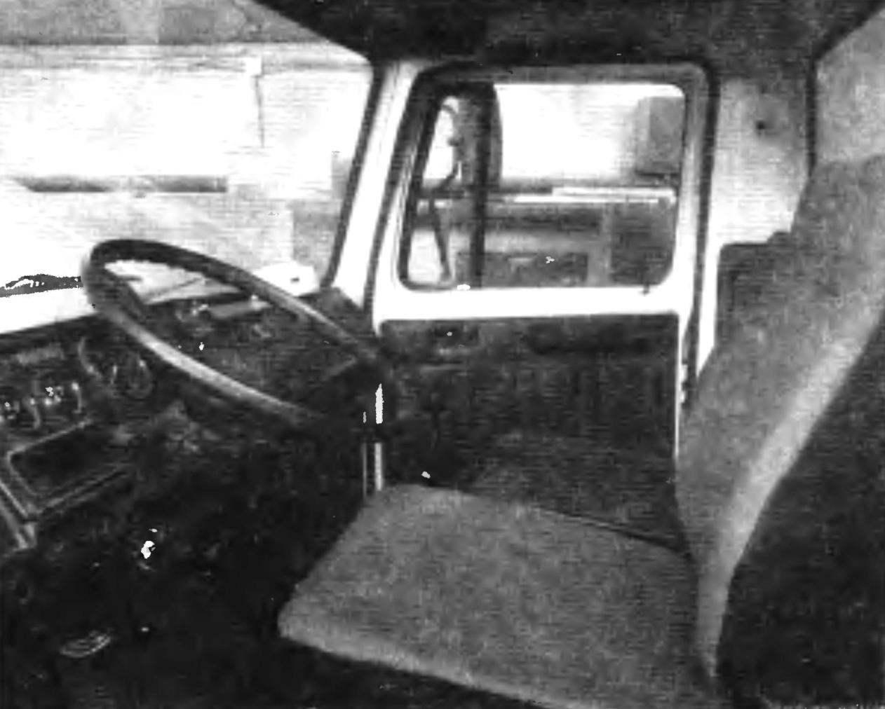 Кабина грузового автомобиля ГАЗ-3307