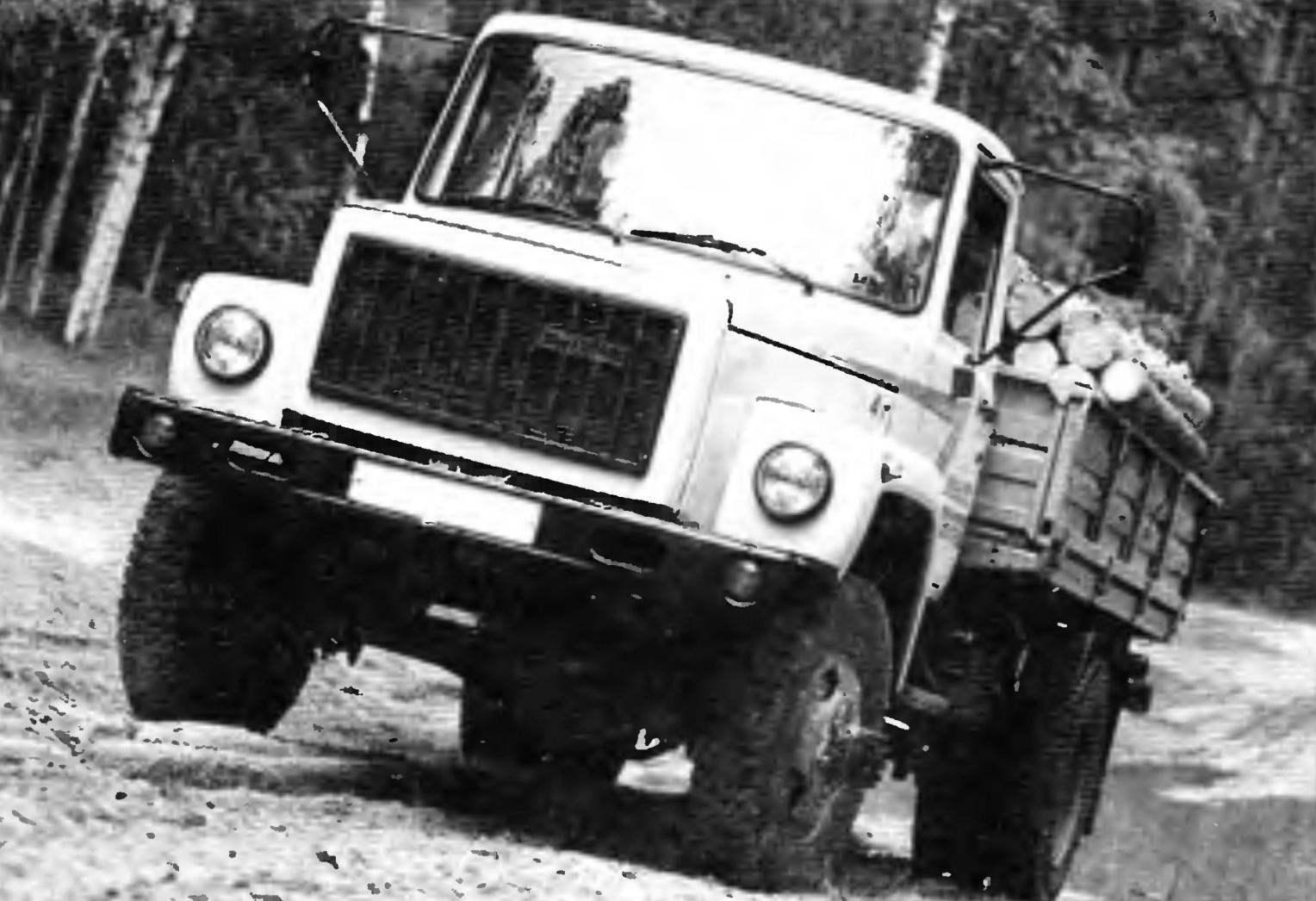 ГАЗ-33086 «Земляк» — гражданский полноприводной четырёхтонный автомобиль с двухскатными задними колесами