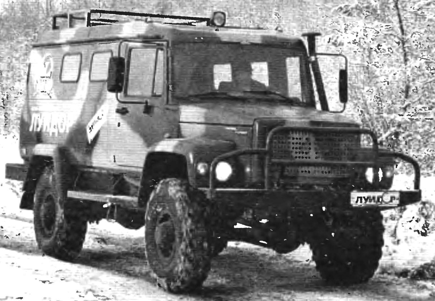 Utility diesel 11-seater all-wheel drive all-terrain vehicle GAZ-3901