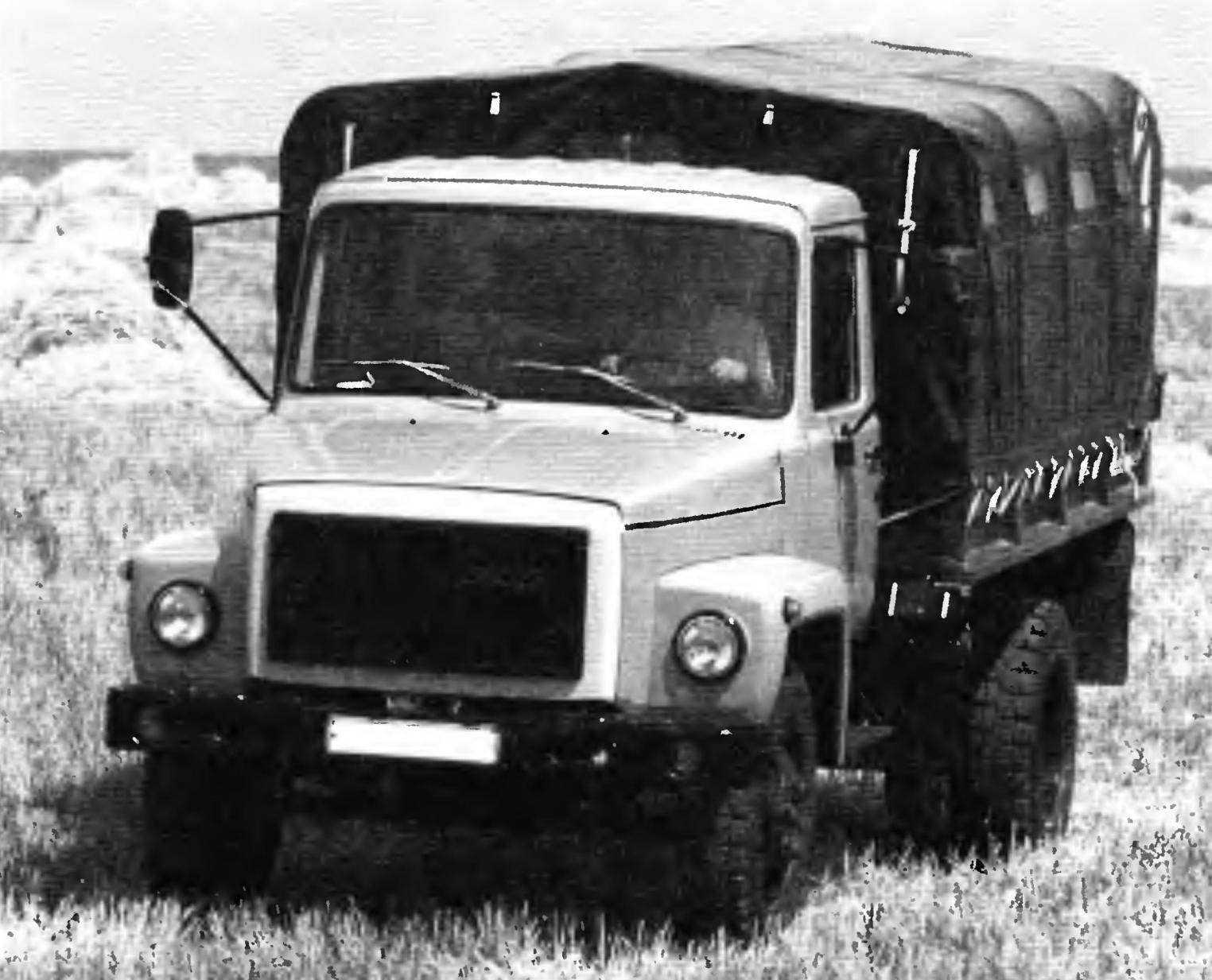 Грузовой автомобиль ГАЗ-3307 с металлической платформой и тентом