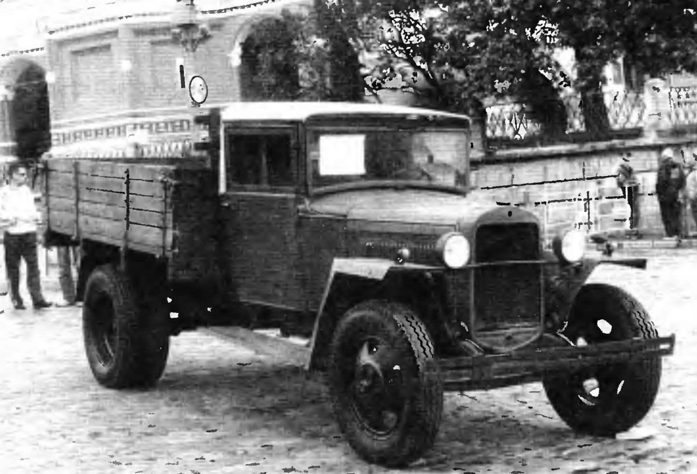 Представитель первого поколения грузовиков Горьковского автозавода ГАЗ-ММ в военном исполнении