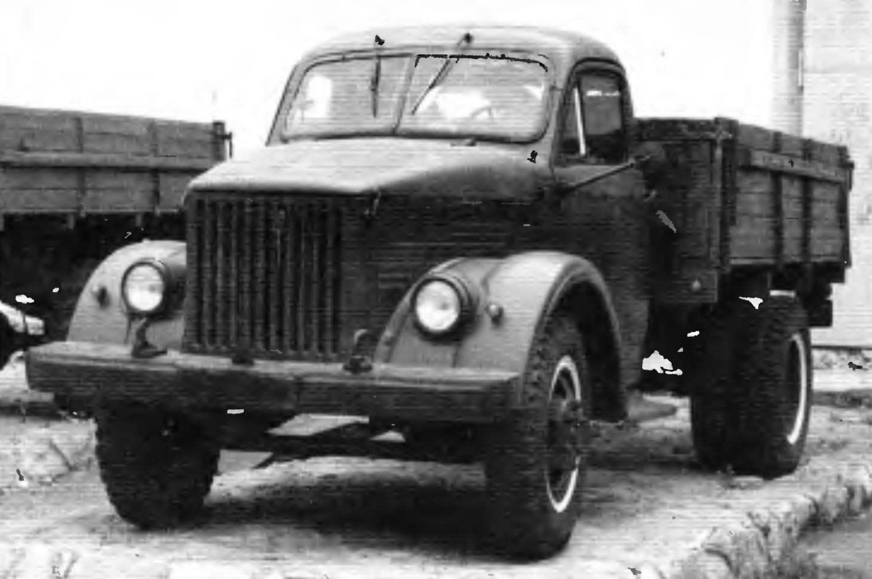 Второе поколение грузовиков ГАЗа представляет ГАЗ-51А выпуска 1955 года грузоподъёмностью 2,5 т