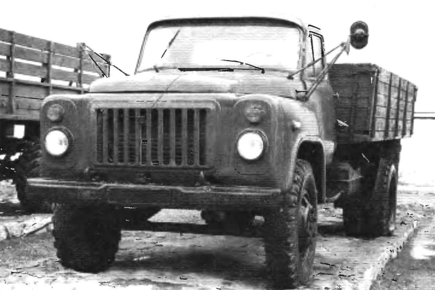 ГАЗ-53А выпуска 1965 года грузоподъёмностью 4 т из третьего поколения горьковских грузовых автомобилей