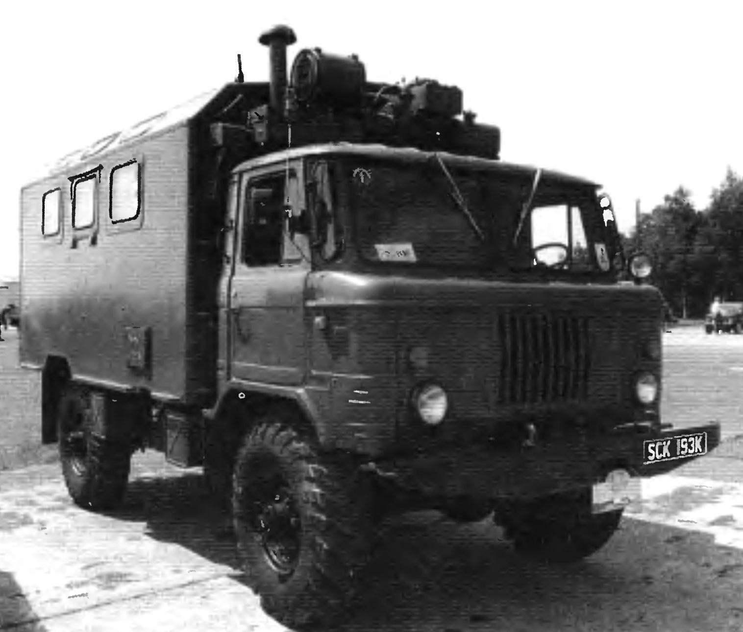 Армейский полноприводной грузовой автомобиль ГАЗ-66 по прозвищу «Шишига», послуживший основой ряда автомобилей-вездеходов четвёртого поколения