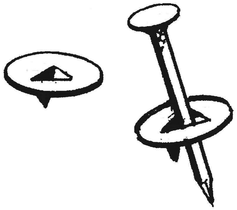 10. При отсутствии обойных гвоздей можно использовать комбинацию: канцелярская кнопка плюс гвоздь.