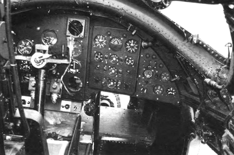 Вид на приборную доску пилота.