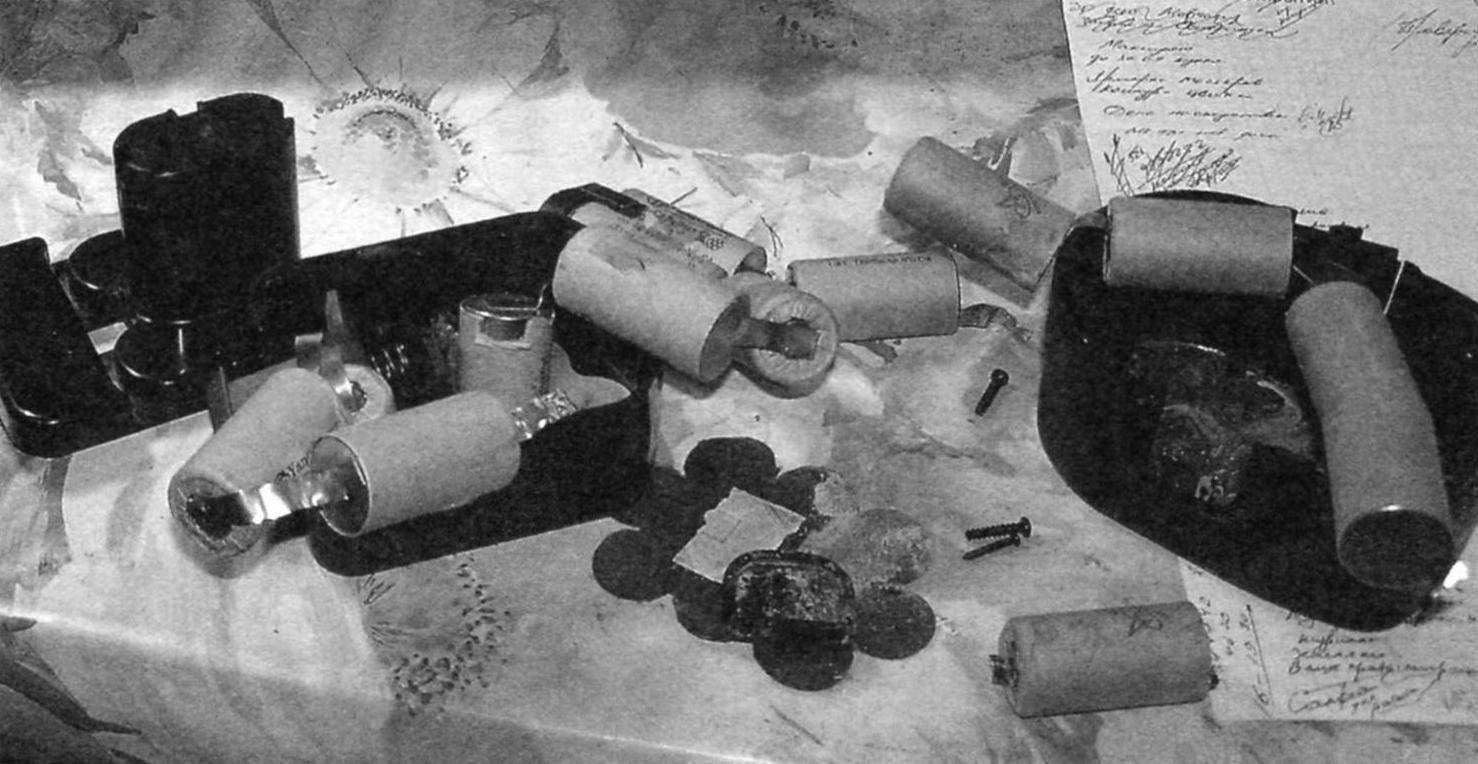Элементы из разобранного корпуса АКБ шуруповёрта Hammer ACD120A