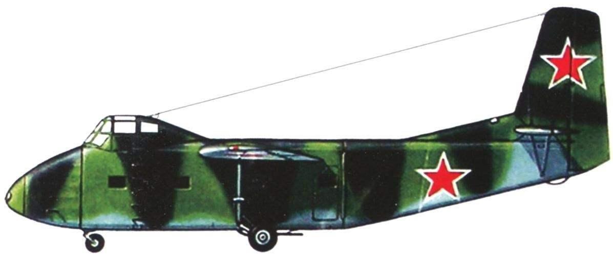 Раскраска планёра Як-14, проходившего испытания в 1948 г. Планёр имел голубой низ и чёрно-зелёный камуфляж сверху